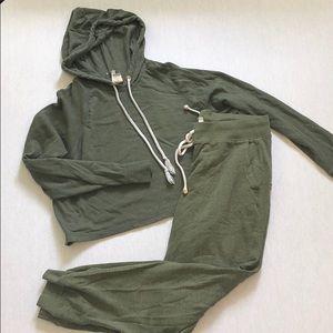 Green hm sweat suit size medium